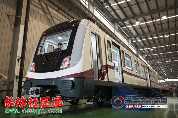 (3月29日,中国南车株洲电力机车有限公司,长沙地铁2号线首列列车样车.