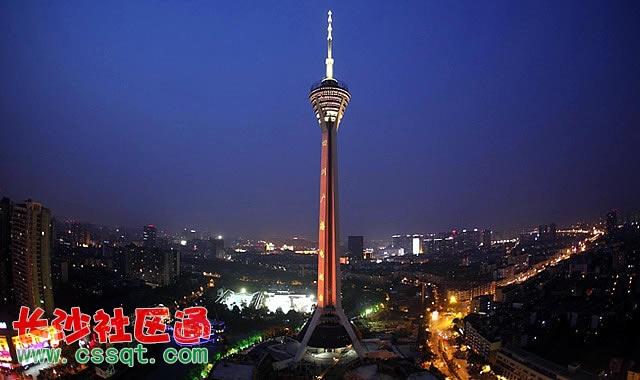 《第一财经周刊》对400个城市的综合商业指数进行排名,成都名列新一线城市榜首。成都的脱颖而出,反映了世界对这座城市发展潜力的绝对信心。其中,一线强:北京 上海 (一个政治文化中心,一个经济中心,无争议)一线弱:广州 深圳 (南粤双雄,实力旗鼓相当,公认一线)新一线城市有成都、杭州、南京、武汉、天津、西安、重庆、青岛、沈阳、长沙、大连、厦门、无锡、福州、济南等15个。新一线城市地标建筑盘点。    北京标志性地标建筑 紫禁城   紫禁城是中国明、清两代24个皇帝的皇宫。明朝第三位皇帝朱棣在夺