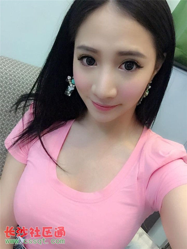 日前,她也在instagram中放出了一组扮演东方不败的照片,眼睛很杀,让粉图片