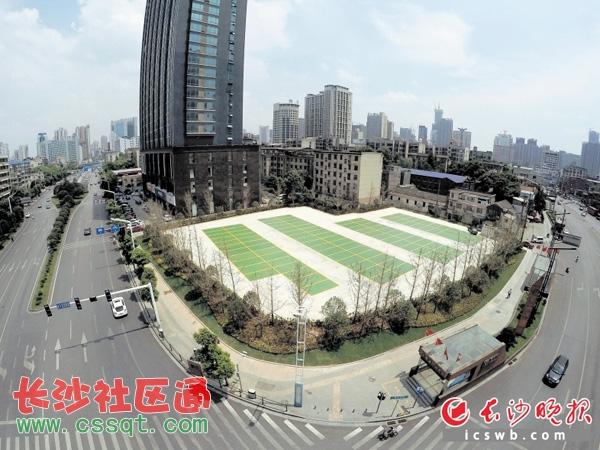 """建""""地块如今成生态停车场.-长沙开福区 拆控违 模式倍升城市品质"""