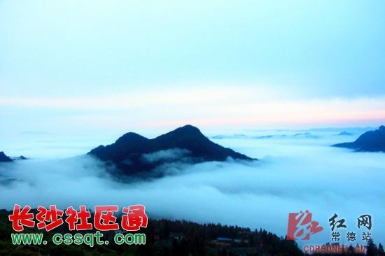 整座东山峰小镇仿佛漂浮在一片云雾之中,宛如仙境 受强冷空气影响,11