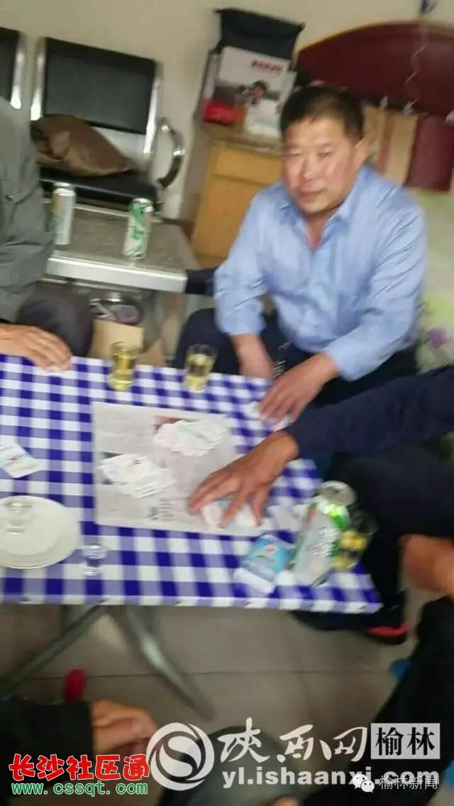 陕西靖边青阳岔镇政府人员上班时间在毛主席故