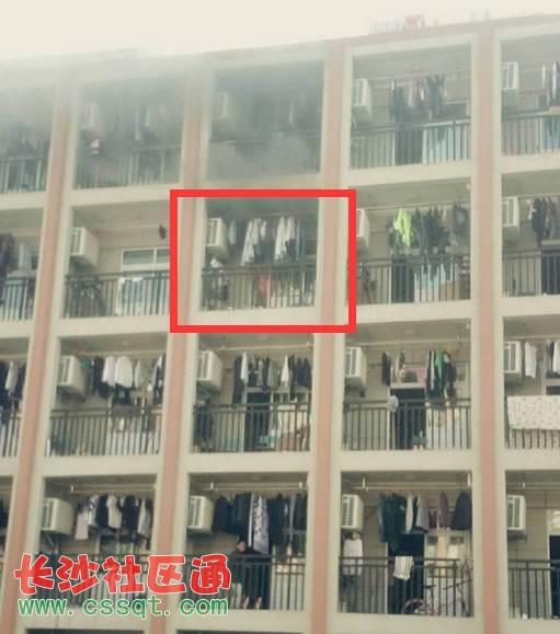 高校宿舍意外失火 火势迅猛  据网友爆料, 昨天下午芜湖职业技术学院图片