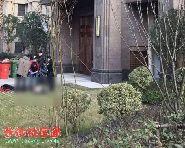 安徽省合肥市保利香槟国际一男子坠楼身亡 疑患抑郁症而自杀