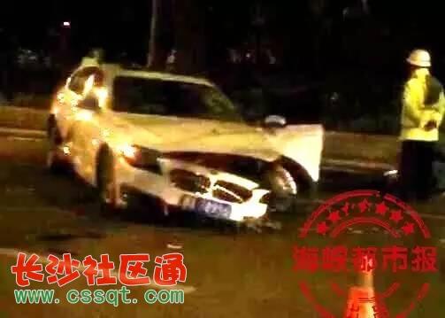 福州西湖正门口宝马撞死骑共享单车的女子 司机当场嚎啕大哭