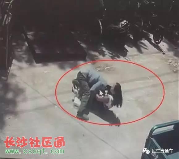 震惊!济南一男子当街扑倒长发女掀裙猥亵