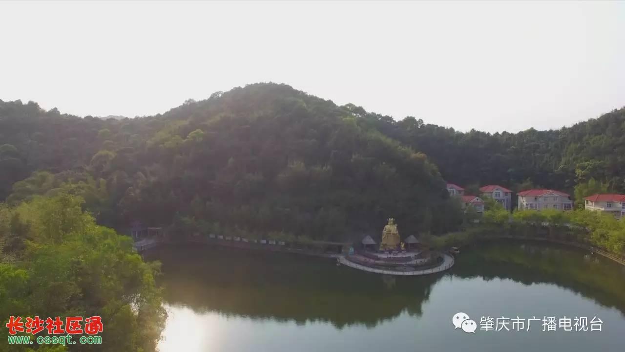"""在广宁宝锭山竹博览馆建设了""""竹乡法治文化公园"""",凸出""""法治文明"""",倡导"""