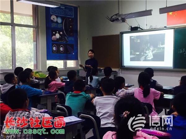 青岛市南区探索学区制建设 小学生走进初中实验室
