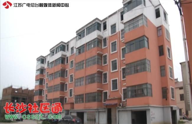 涟水县梁岔镇镇长王万里也对记者表示,尽快完善好房子的配套设施
