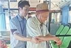 长沙88岁老人十年如一日坐公交找回忆 车队司机爱心接力将老人扶上扶下