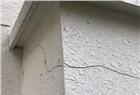 长沙佳兆业一小区被曝外墙大面积开裂 裂缝能插进手掌!