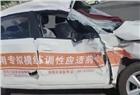 长沙市天心区一教练车刚接上学员在路口遭渣土车拦腰撞击