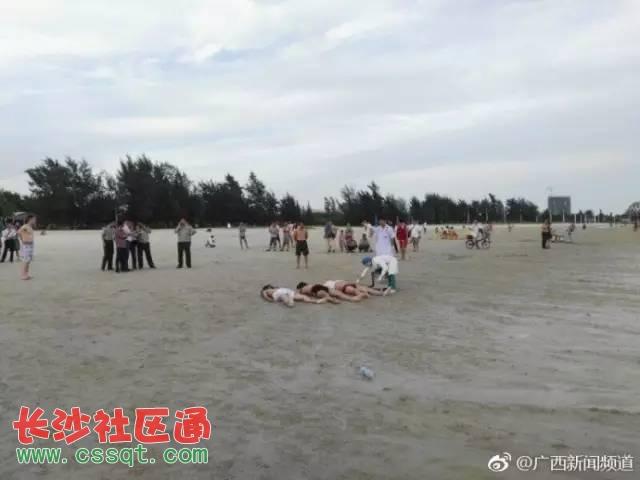 1. 不要越界游泳 到了海边的时候,先要进行观察。记得要注意海边的警界线,或者是警示牌,不能超越警界线或者是到警示牌提到的危险区域。 2. 要确定有救生人员在 确定海边必须有救生人员值班的情况下,再到海边去游玩。如果没有救生人员在的话,则不要轻易下水,以免出现意外。 3.